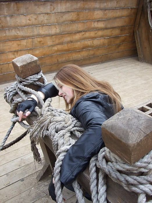 Я застряла в верёвках и меня решили там бросить. Не застревайте в верёвках если у вас не сознательные друзья!