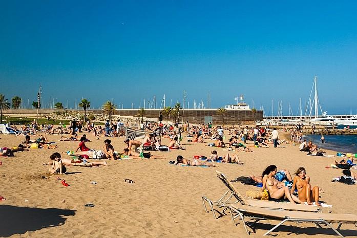 Дефчонки на пляже в Барселоне