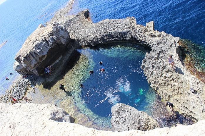 Природный бассейн, пригодный для плавания