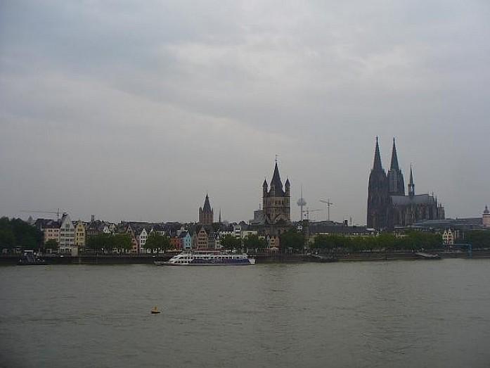 Вид на Кельнский собор с Рейна