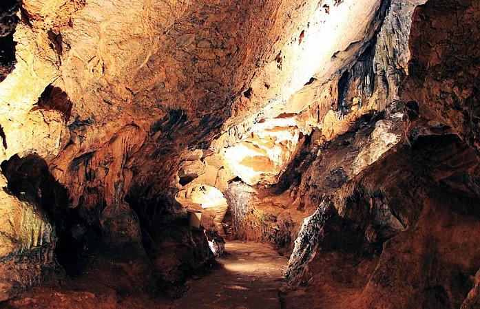 Коридор к основному залу пещеры
