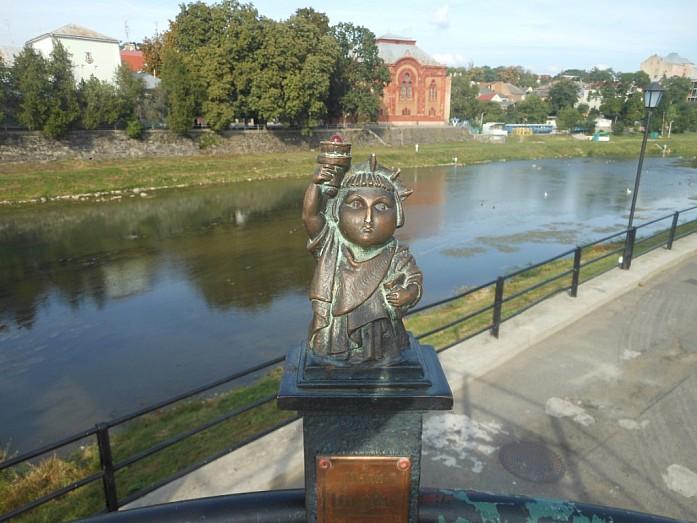 Миниатюрная статуя свободы.