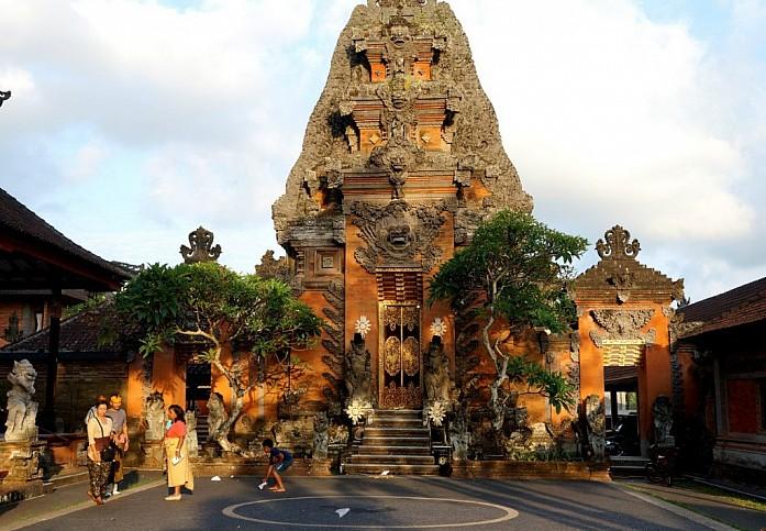 Такой храм можно встретить на каждом шагу
