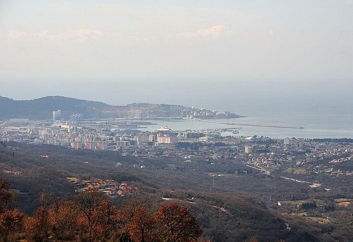 Бар сверху. Вид от старой горной дороги на Вирпазар