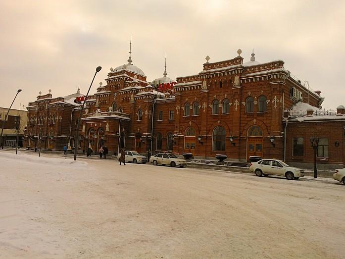 Главное здание вокзала построено в 1896 году и является памятником архитектуры