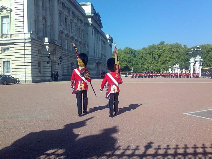 Парад у дворца