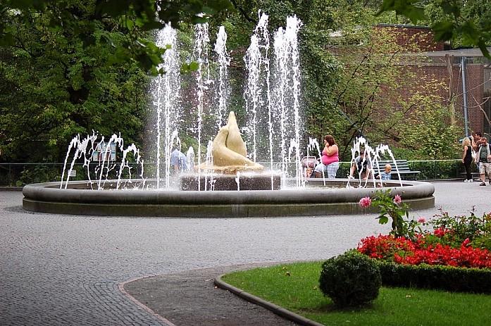 Отличный парк с фонтанами