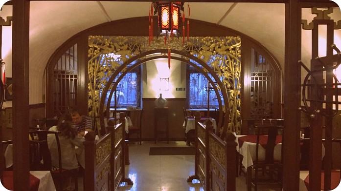 """""""Традиции наше всё"""", - говорят китайцы и ставят у себя в ресторане такую вот перегородочку"""