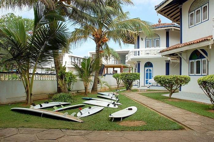 Так выглядит внутренний двор любой гостиницы на берегу