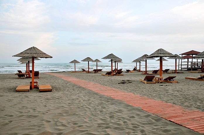 удобный, чистый, а вечерами совершенно безлюдный пляж Coco Beach