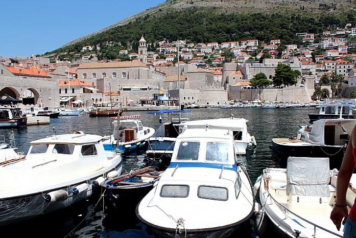 Остров Хвар - порт в старом городе