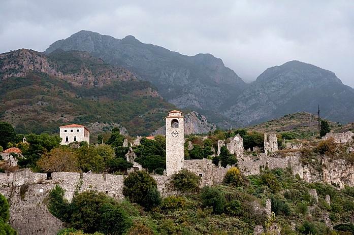 Старый Бар. Крепость на фоне горы Румия