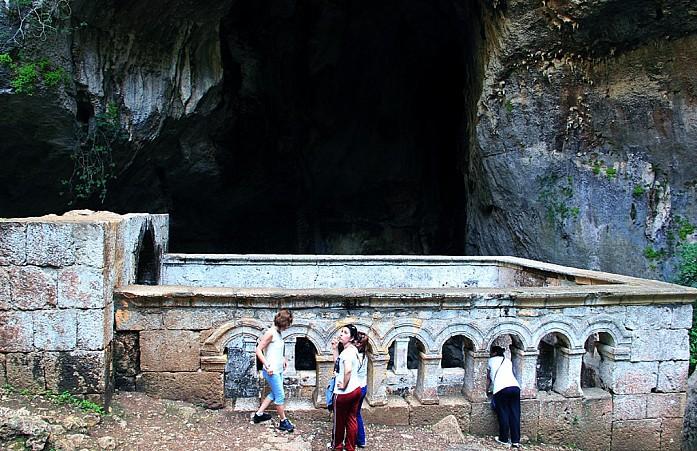 Вход в рай - развалины церкви Девы Марии (V век)