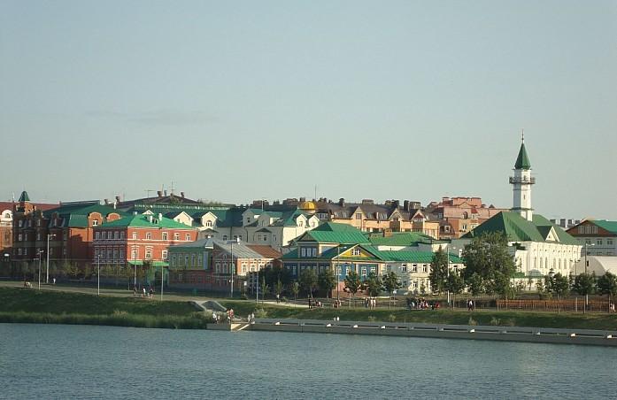 Вид на Старую Татарскую слободу с набережной озера Нижний Кабан
