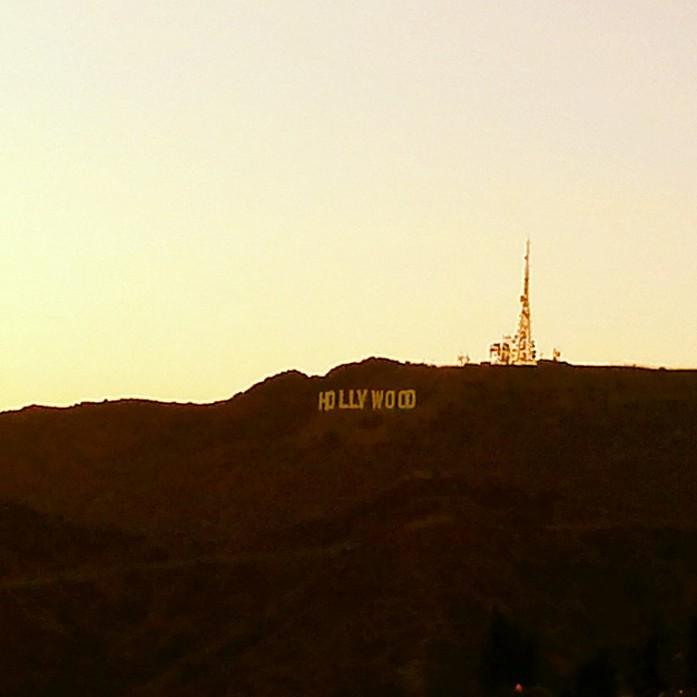 Вид на знак Голливуд с обсерватории Гриффита