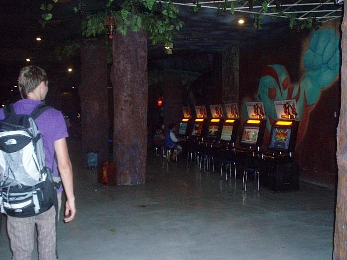 Внутри зала видеоигр