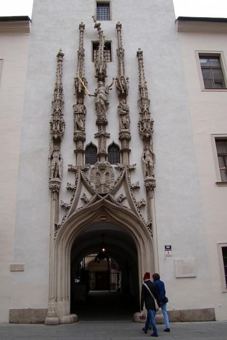 проход в Старой ратуше
