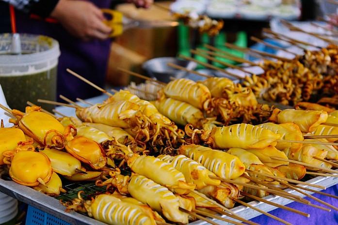 Еда на рынке в Бангкоке