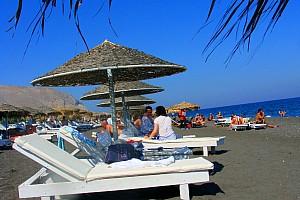 Санторини: Фира, пляж с чёрным песком и Бро Маркет