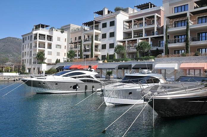 Порто Монтенегро в Тивате - одно из самых роскошных и фешенебельных мест в стране. У отеля можно пришвартовать свою яхту
