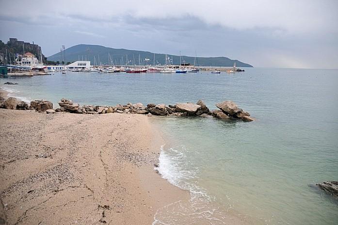 Песчаный пляж в Герцег-Нови