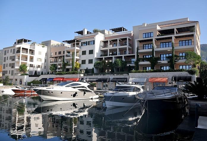 Порт Монтенегро в Тивате - одно из самых респектабельных и дорогих мест в стране