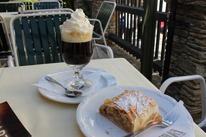 Ирландский кофе и австрийский штрудель.