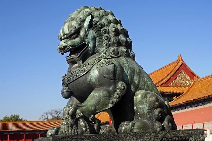 Бронзовый лев в Запретном городе