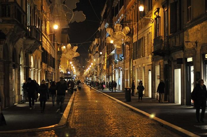 Можно часами просто гулять по этим улочкам и наслаждаться духом праздника