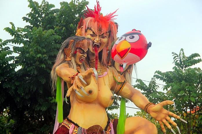 Демон Ого-ого для парада перед Новым годом