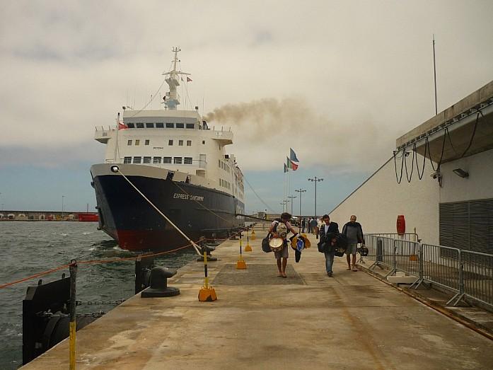 На таком пароходе мы путешествовали по Атлантике. Прибытие на Сан-Мигель.