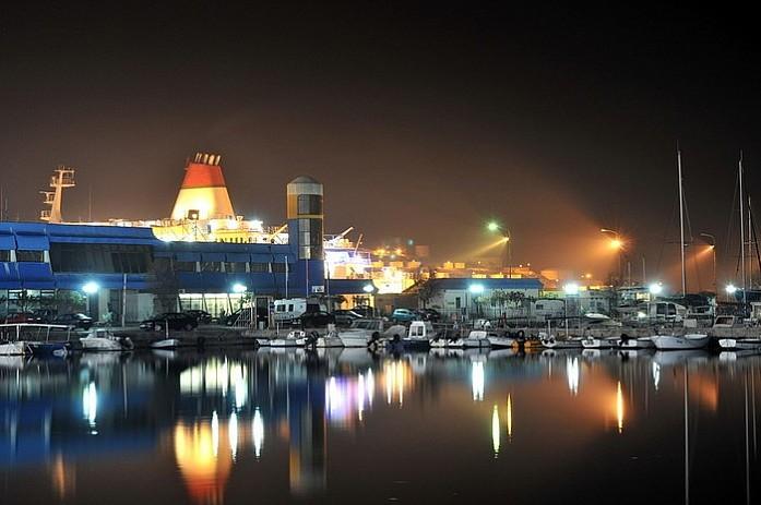 Порт ночью