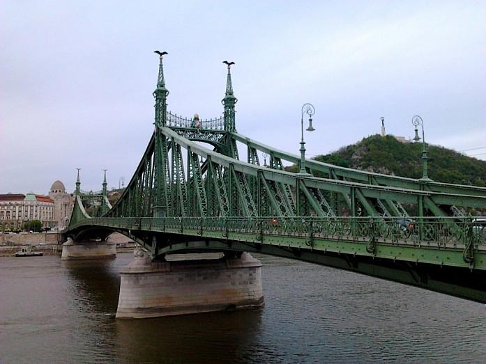 мост Свободы утром