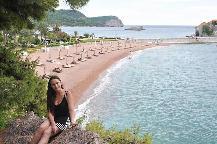 Неудивительно, что пляж в разгар сезона совершенно пуст - 75 евро за вход осилит не каждый