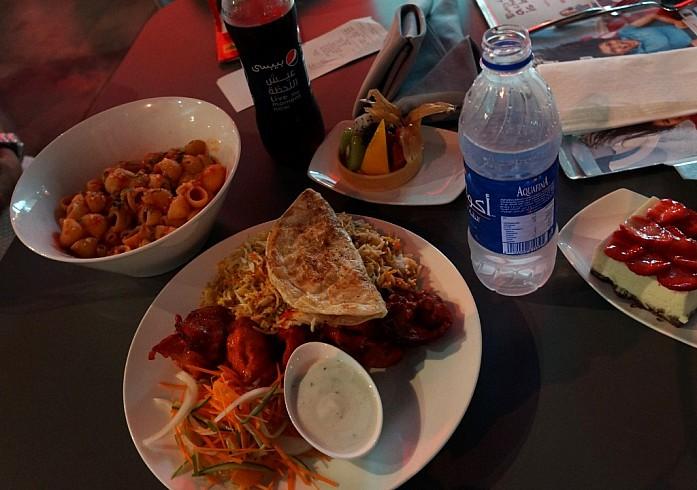 Обед: макароны, шашлык с рисом, десерты