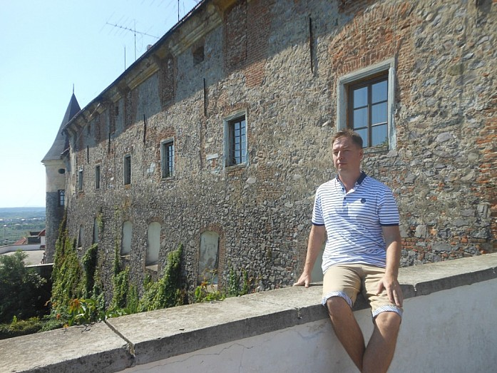 Вид на замок с одной из террас.