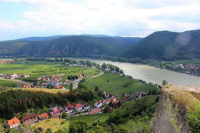 Вид с замка на долину