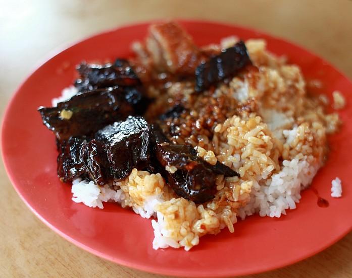 Свинина с рисом в кафе на Geylang за 2S$
