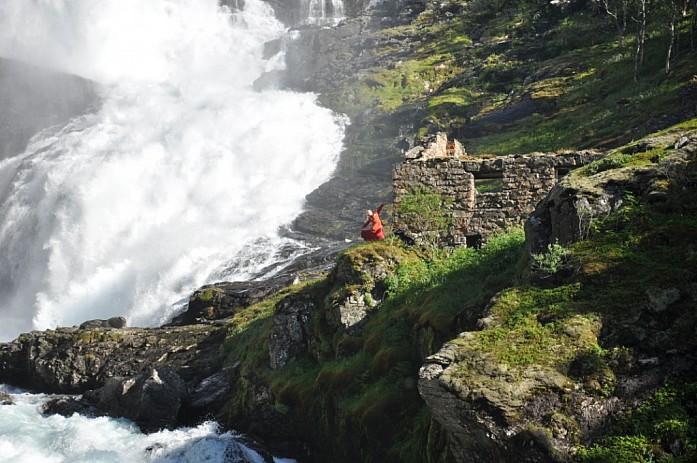 Хульдры на Kjossfossen