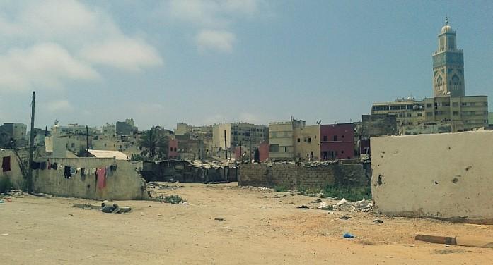 Трущобы города (рядом с мечетью Хасана II)