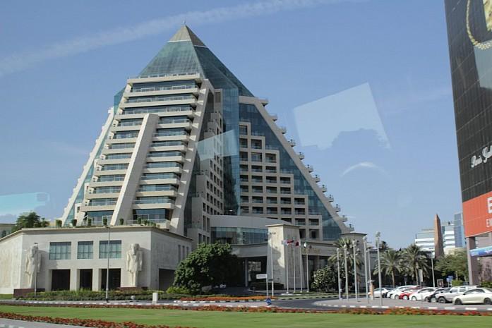 Гостиница Раффлз Дубаи (Пирамида)