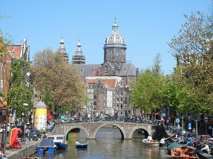 Амстердам до начала праздника выглядел очень прилично ;)