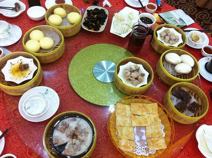 Завтрак в провинции Гуандун (фото предоставлено китайскими товарищами автора)