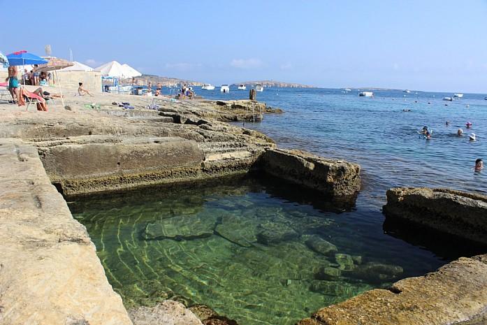 Оборудованный каменистый пляж