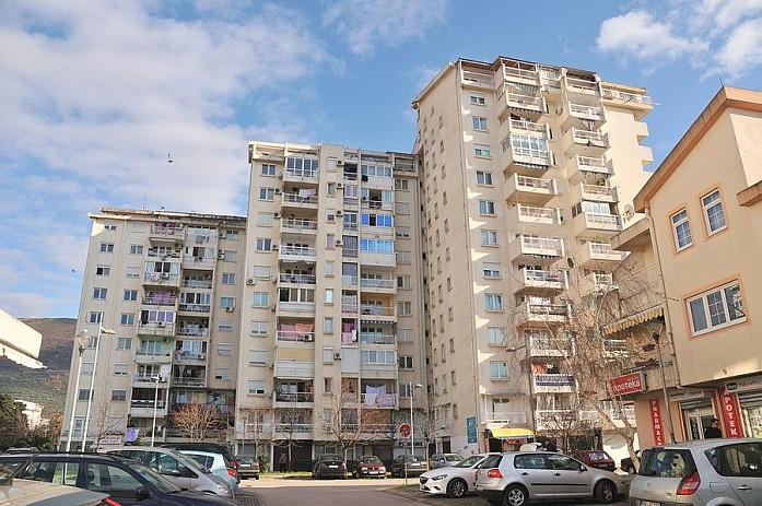 Обычные жилые высотки в центре