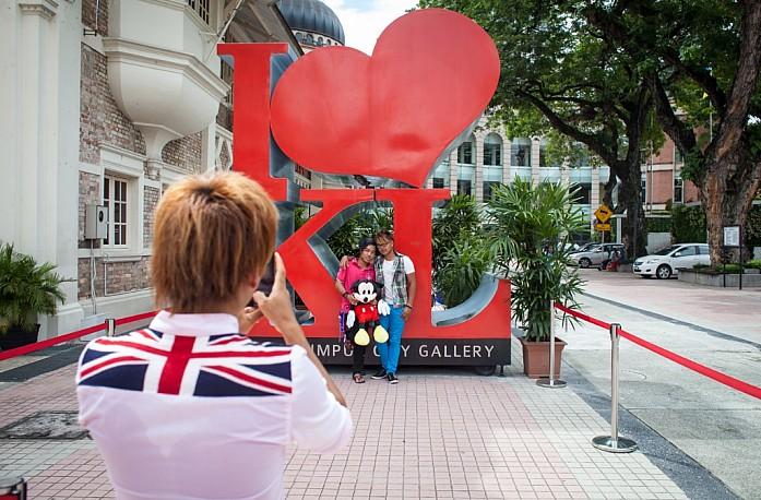 Логотип KL высотой 4 метра и весом 800 кг
