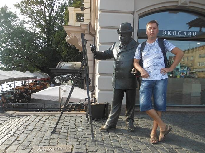 Памятник художнику.