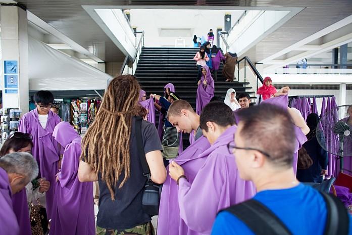 Туристы в охоте за лиловыми мантиями