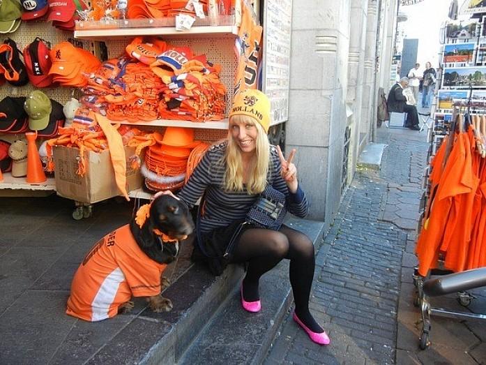 Даже собачки в оранжевом ;))