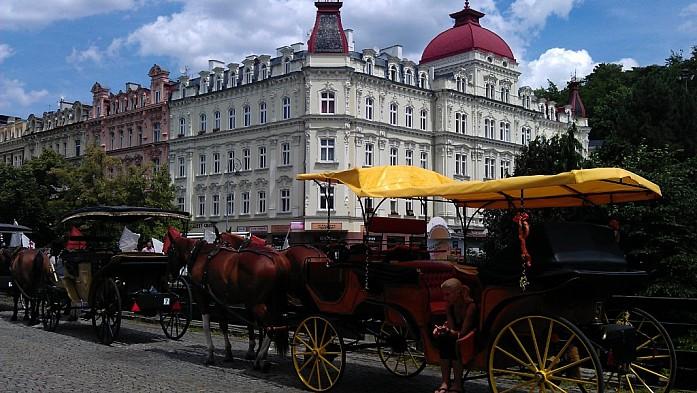 В Карловы Вары самостоятельно из Праги